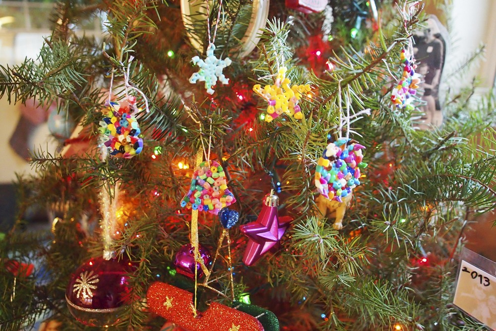 Make these easy perler bead Christmas #ornaments. #DIY