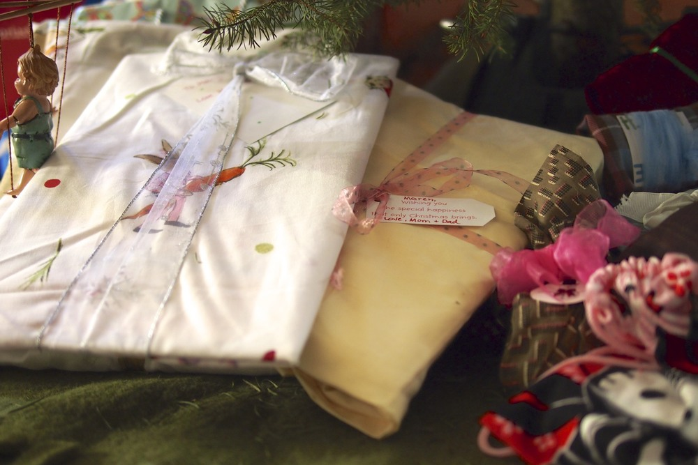Use cloth to wrap gifts.