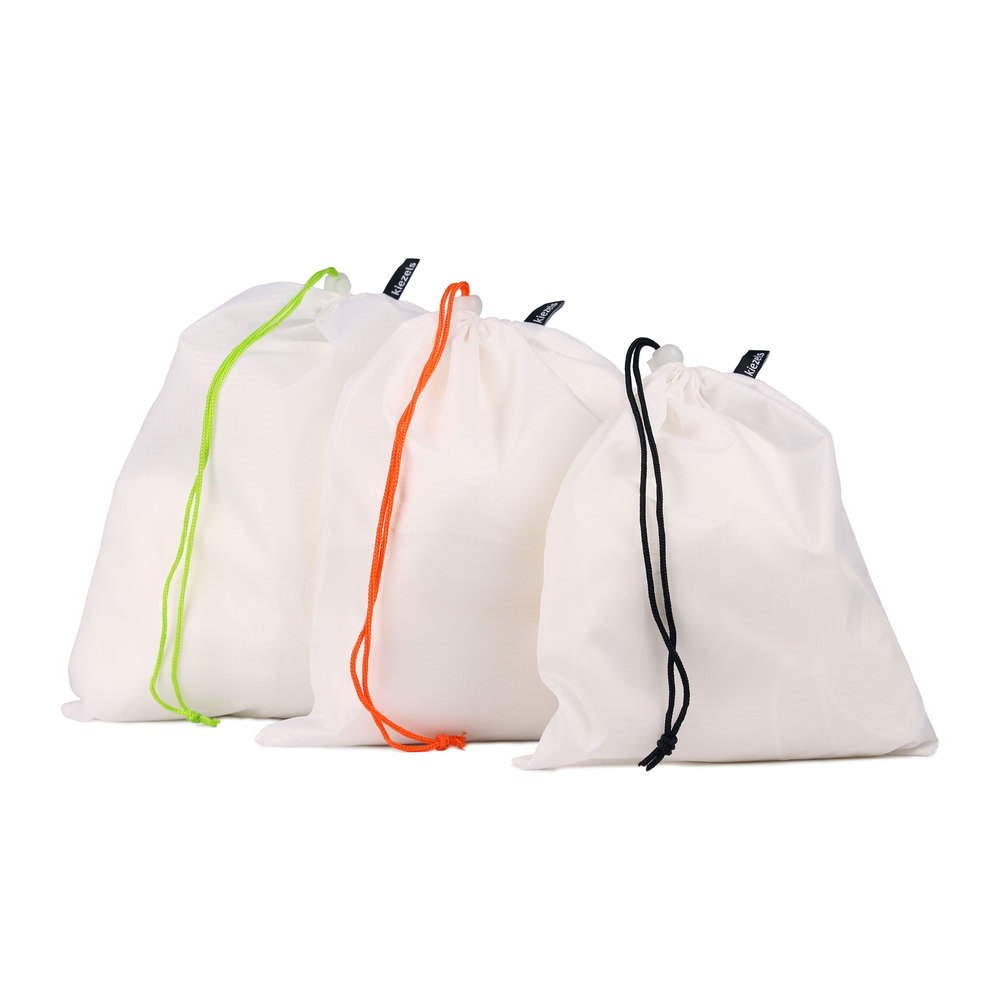 No. 206 Travel organiser bags - 3 sizes - white € 17,50