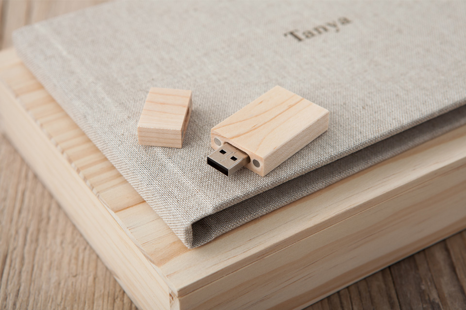 Wooden-Book-&-USB-Box-9.jpg