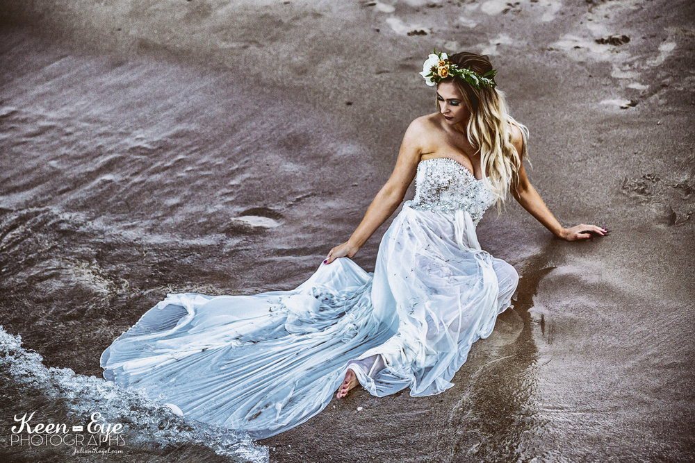 Trash the dress - milwaukee 2017 wedding trend