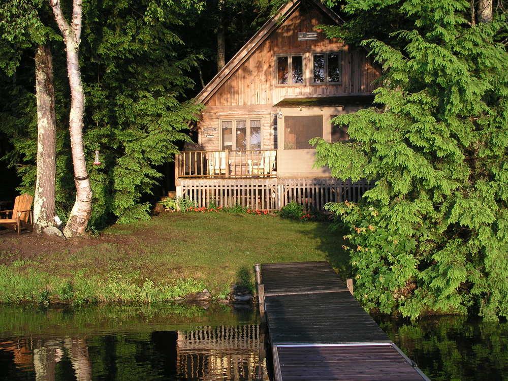 The little cabin on the lake. Photo Mimi Stadler 2014