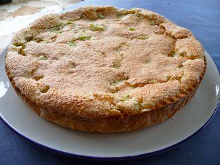 Feiner Rhabarberkuchen mit Mandelbaiser
