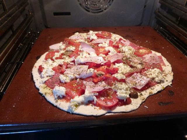ich backe meine Pizza am Liebsten auf dem Backstein bei 275°, da schmeckt sie wie vom Italiener.