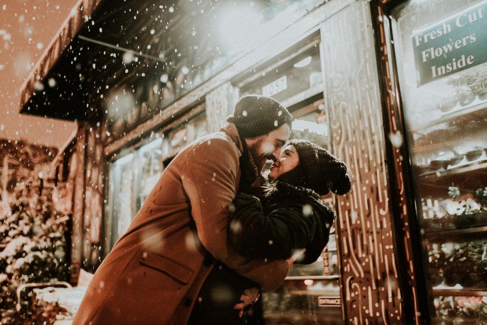 CHICAGO ILLINOIS SNOWY COUPLE
