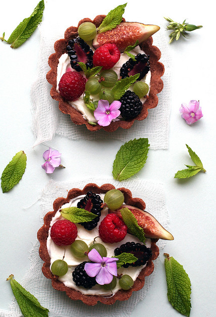 classymissmolassy: Fig, Berry and Sheep's Milk Cream Tart Recipe. … add … time to make it … ha ha …