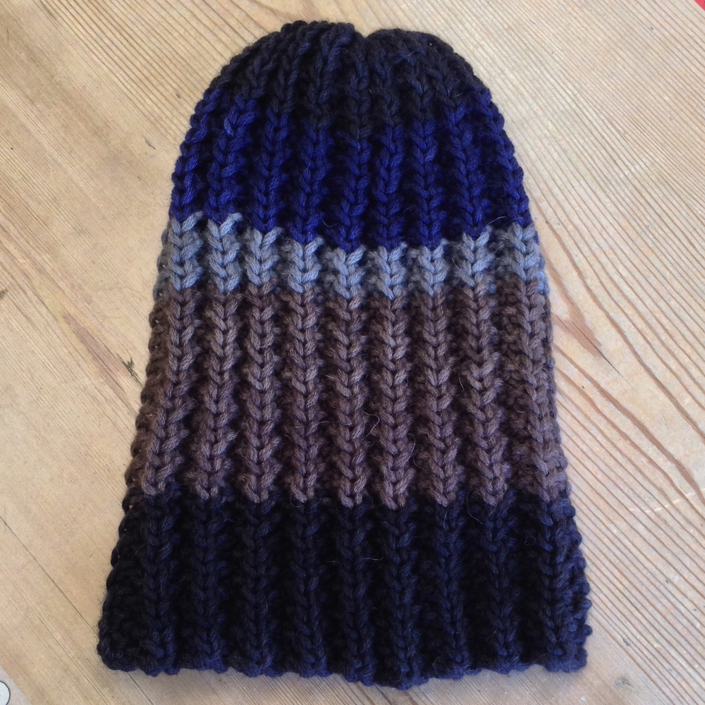 A perennial favorite ... the Diezel Seedie Ribbie Beanie goes slouch! Love the EBTKS version ... everything but the kitchen sink leftovers make some of the best projects!