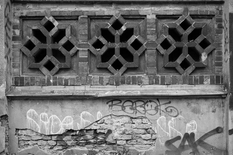 graffiti star brick wall