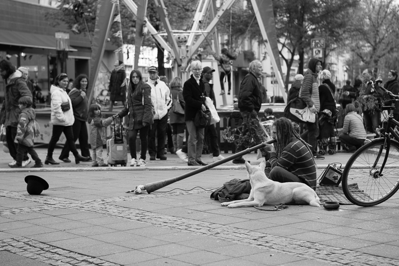 wilmersdorferstrasse man playing tube