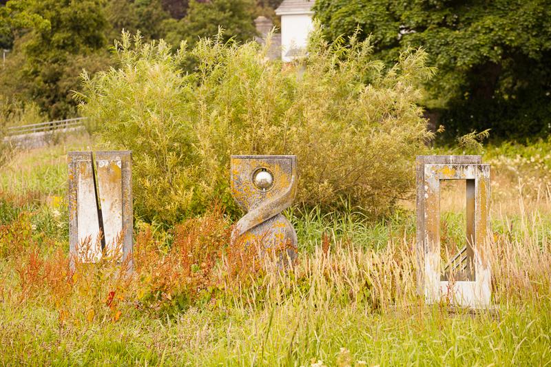 statues river fergus