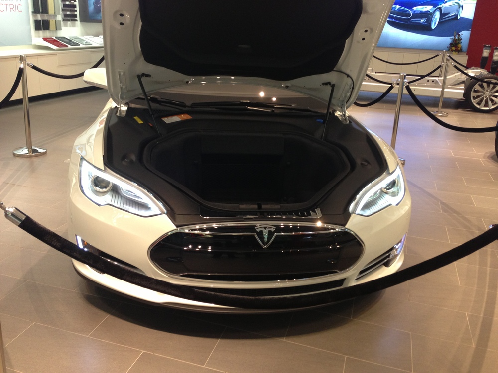Tesla's Display at Roosevelt Field Mall in NY