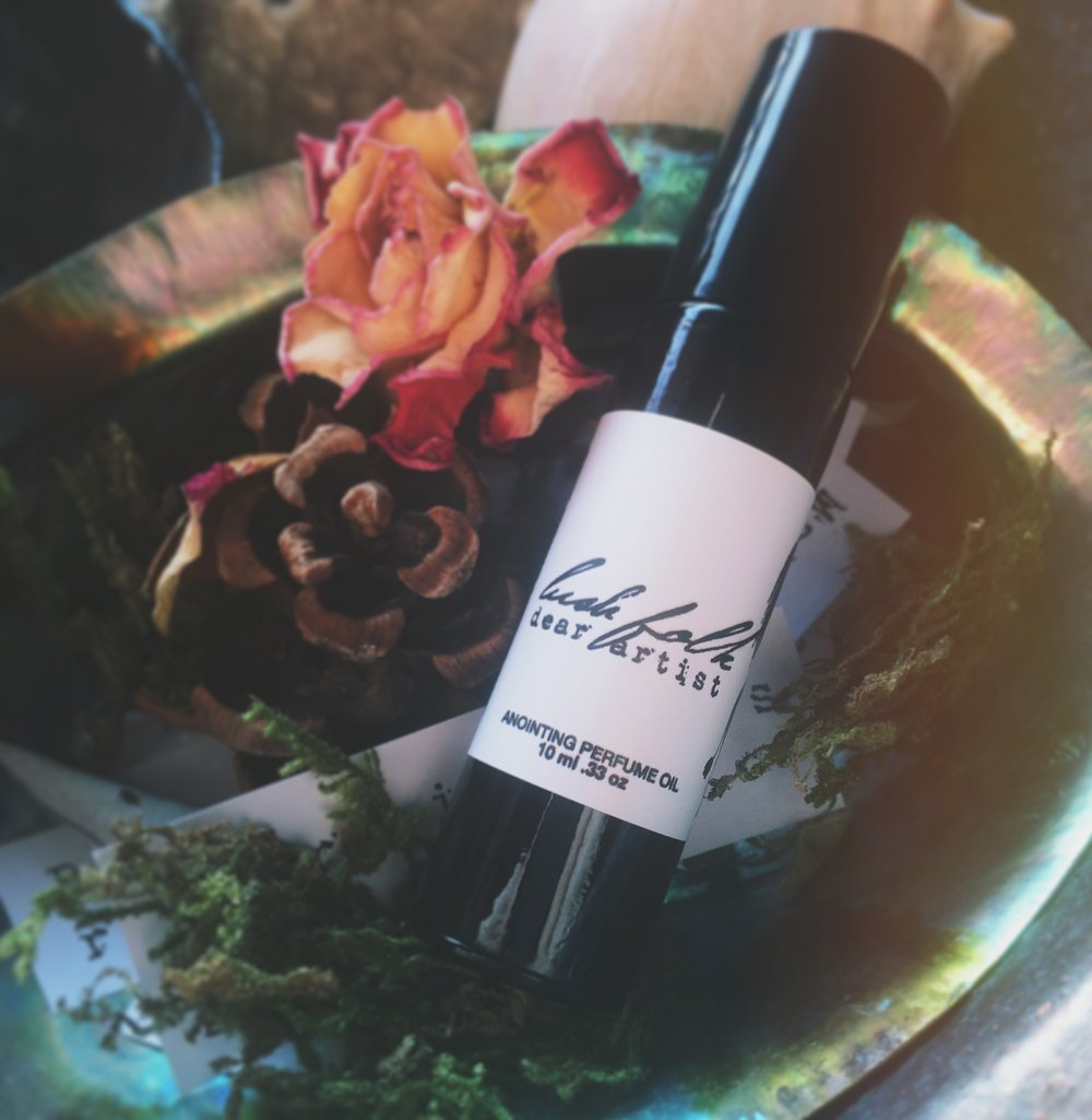 My Dear Artist anointing perfume oil is made of Lotus, Amber and Tobacco.To remind you that you are enough. To remind you to stay in the presence of beauty.