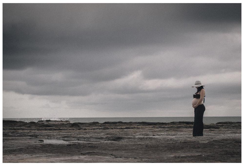 Maternity Photoshoot Narrabeen Beach (1 of 4).jpg
