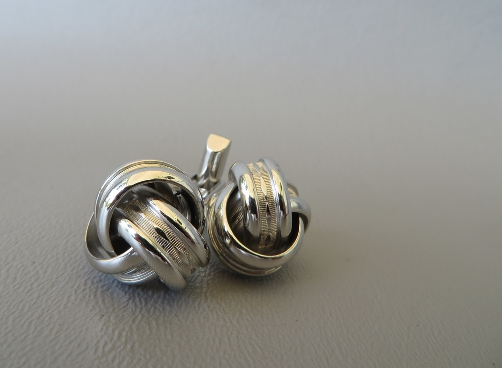 Men's 1960's knot cufflinks by Swank