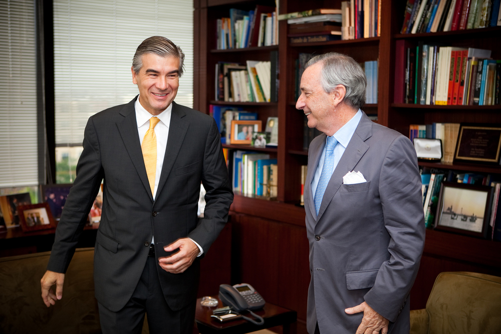 Francisco Reynés Massanet, CEO of Abertis Infraestructuras S.A. with former ambassador of Spain to the US, Jorge Dezcallar de Mazarredo.