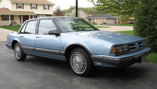1990_oldsmobile_eighty-eight_royale-pic-39715.jpg