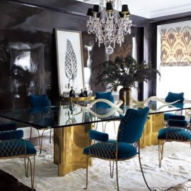 Glossy black walls in a Manhattan dining room. #interiordesign #nyc