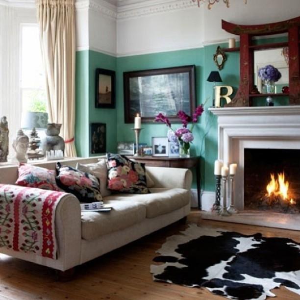 Turquoise + cowhide! 👌👌👌 #interiordesign #decor #turquoise