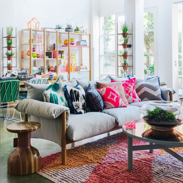 We are so down to hang out in this light & airy room. #interiordesign #pillows #light #decor