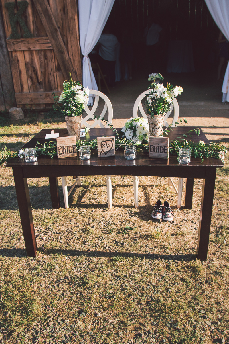 barn wedding head table design
