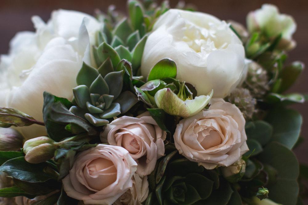 poeny succulent bouquet