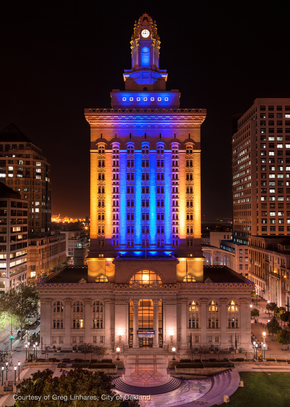 The City of Oakland celebrates the Warriors 2014 journey to NBA Playoffs, by having DaVinci Fusion light up city hall in the teams blue and gold colors once again.