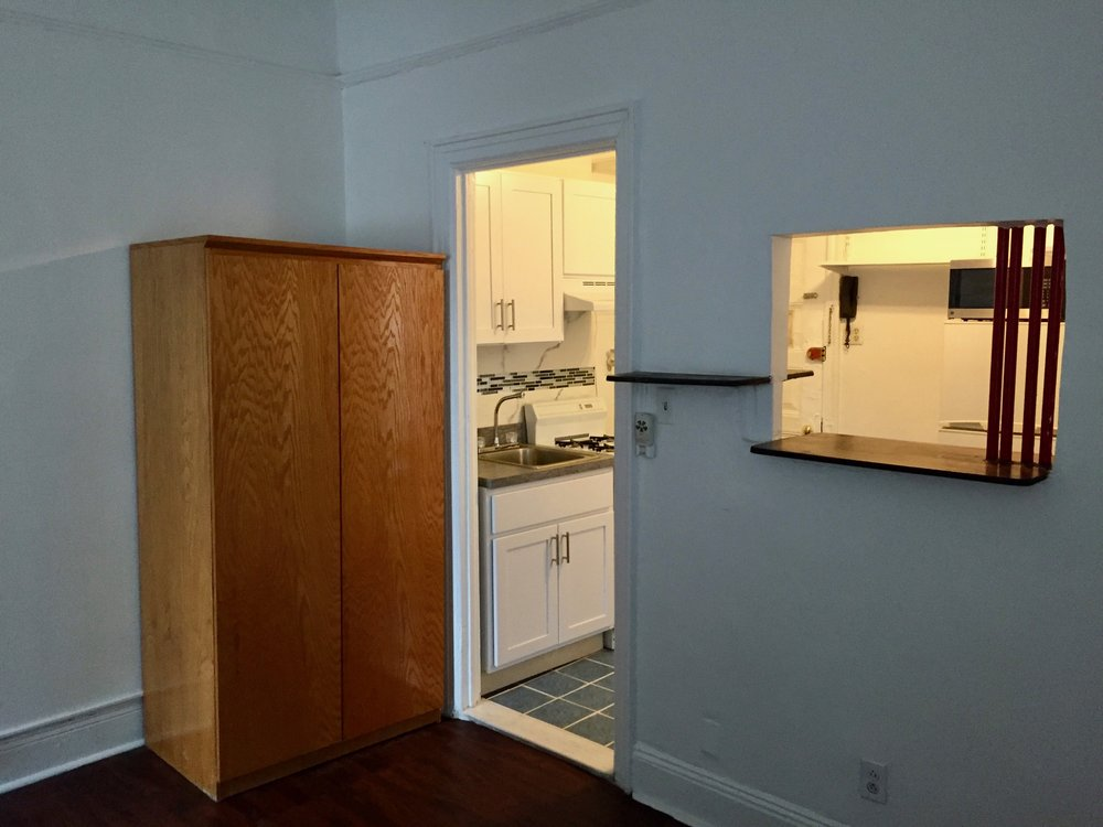 Nice view of kitchen thru opening.jpg