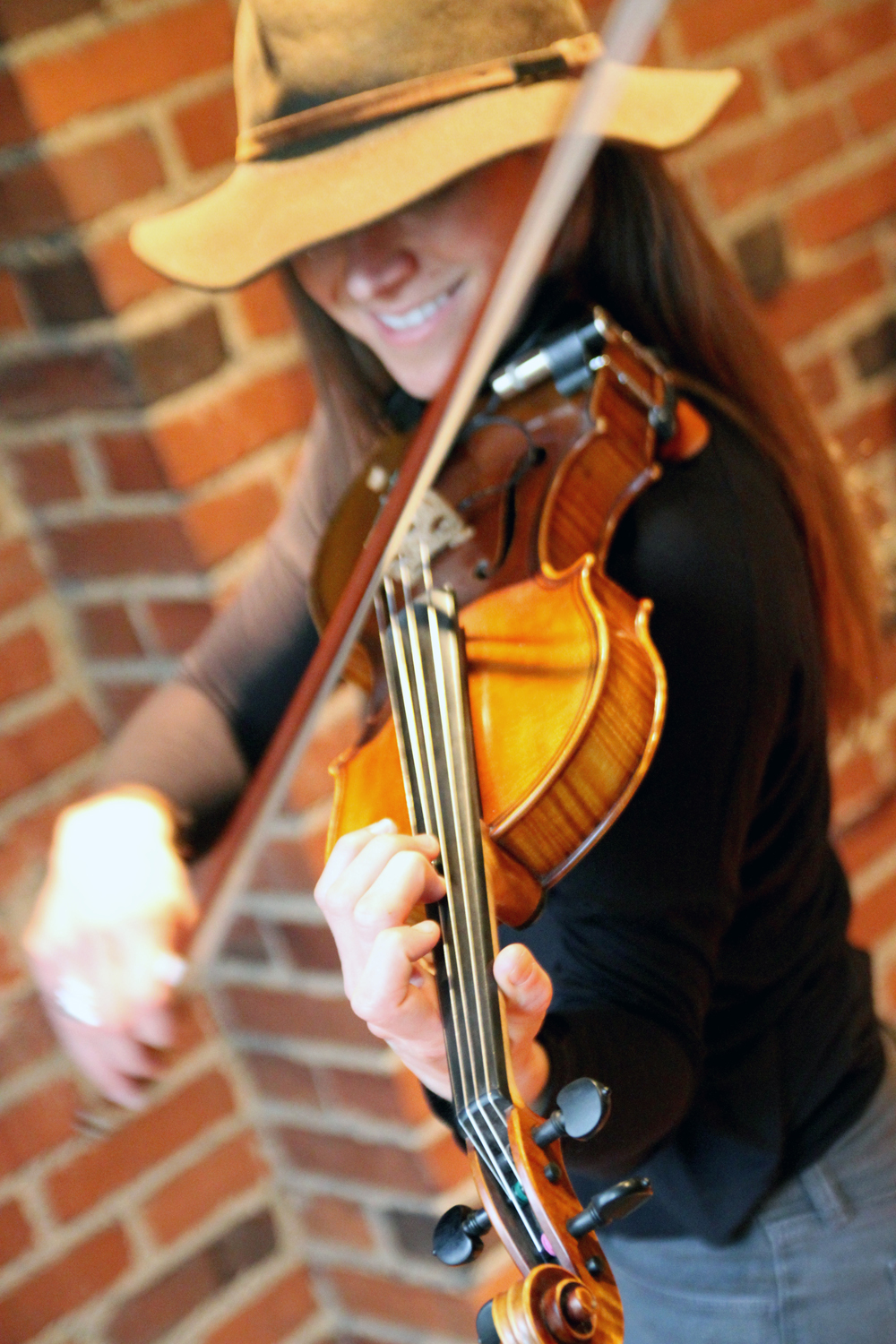Jessica Rose Moidel: fiddle, vocals