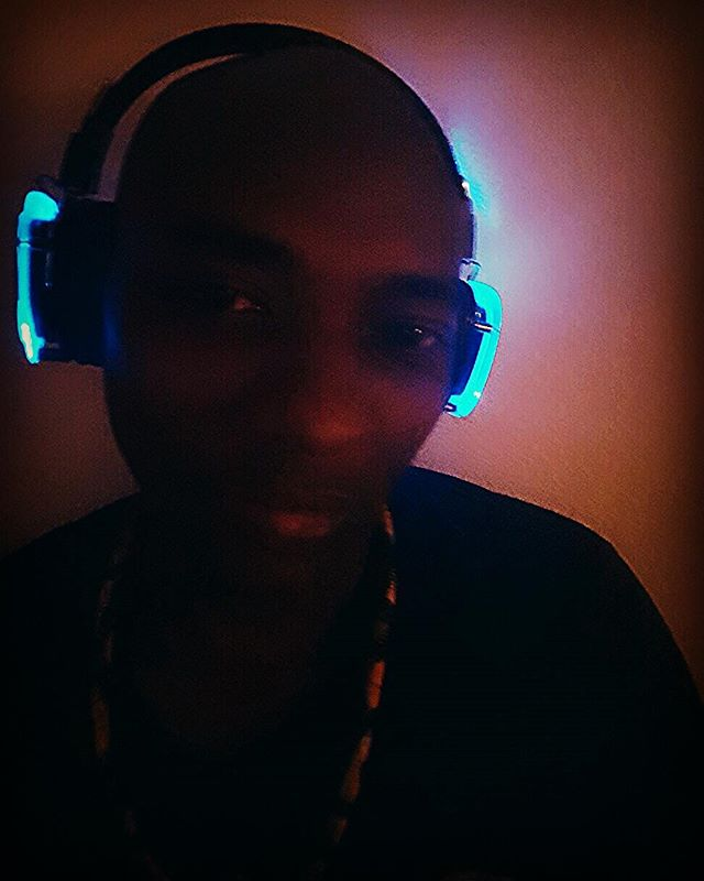 In the #mountains of #California making writing and #meditating and #teaching #shamanic practices at #sunsetcampout So #poprocks to have my @soexperience with me the #sound is #incredible and clear. The best ever . #grateful for good #headphones my #innerchild is happy because it glows. #new #inventions done well . #shamandurek loving #htchtw