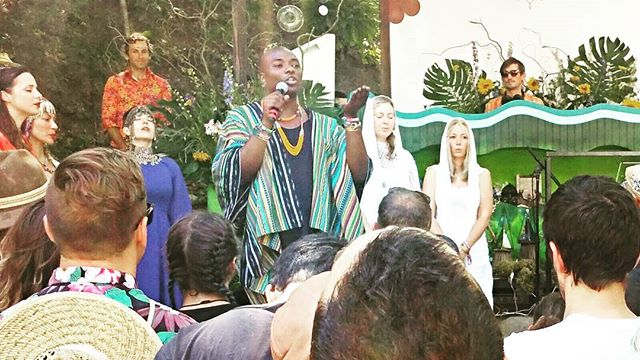 Opening #ceremony at #sunsetcampout2016 2016 Doing #shamanic blessing and #ritual #honoring the #elements and spirit and #creating #space for #community shift and #soul #connection. #grateful #loved #family #vibe #music🎶 #gathering #yoga #healing #growth #shamandurek #htchtw