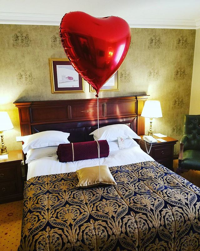 My agent @soohr_ put a red heart Ballon in my suite. My innerchild was so happy. Great way to arrive in #Turkey #htchtw tour. Stoked and in love with life. I let love rain and there is never a dry day with me. #shamandurek #soakedinlove #grateful