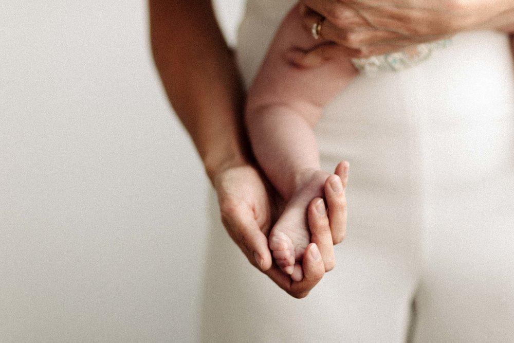Laura Rowe Photography, Motherhood Photography, Toronto, Motherhood Portraits8.jpg