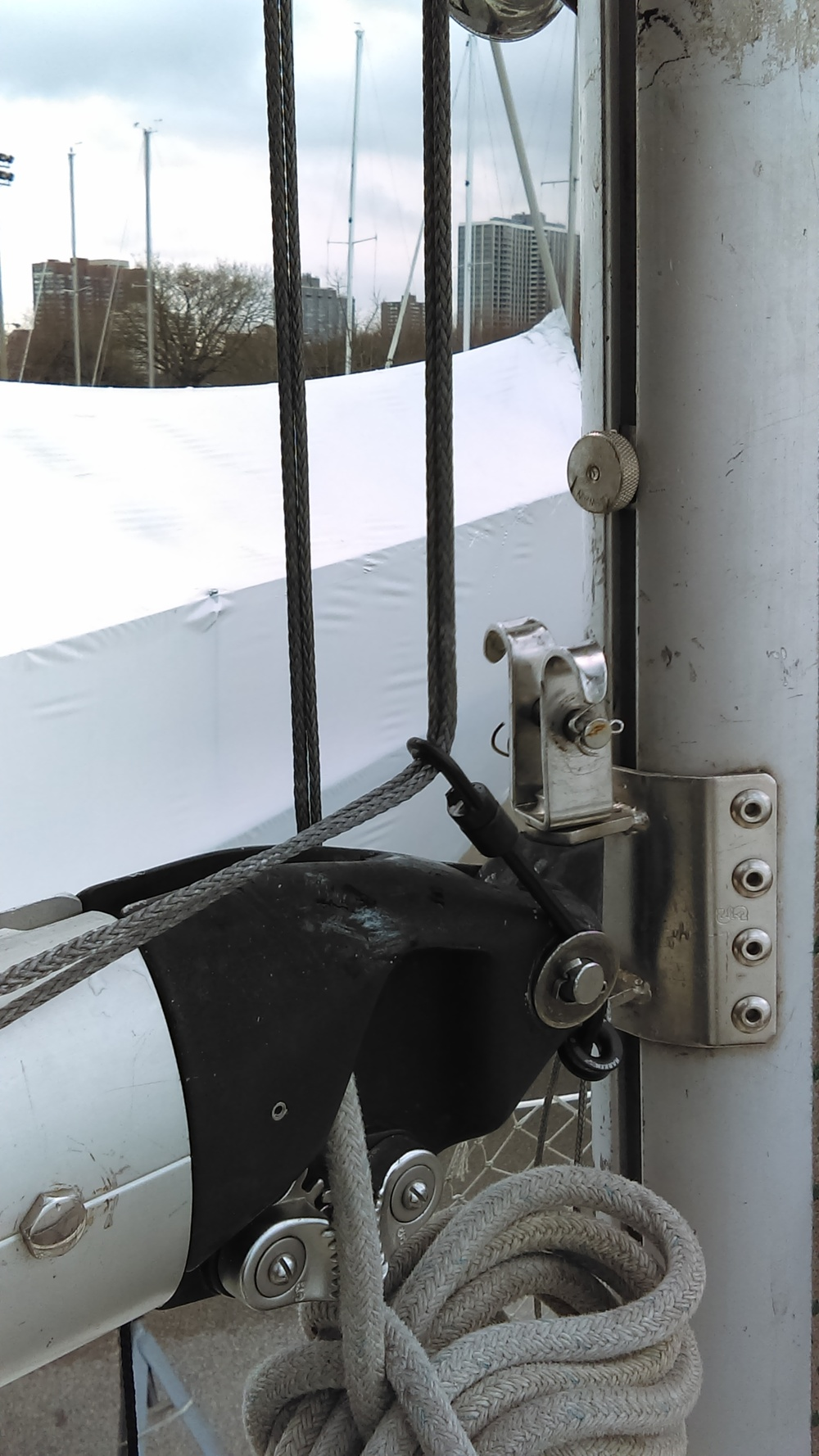 there is a bungee cord with hooks that hold the lazy jacks in place while retracted