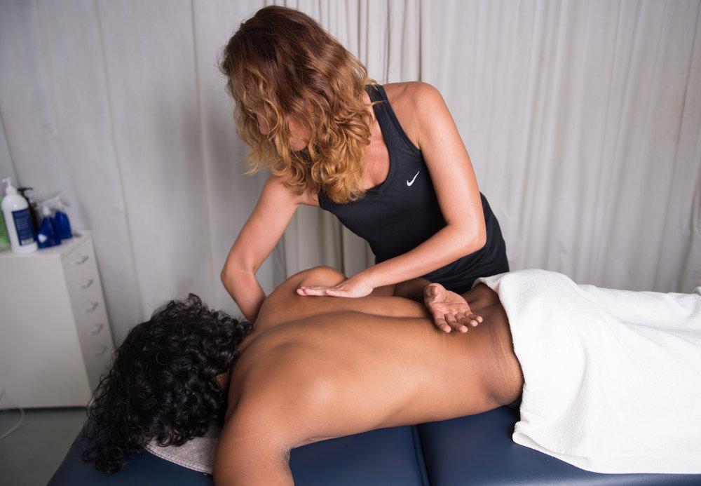 IFC-Wellness Physiotherapy & Sports Massage Hongkong Street Greg & Claudia Sports Massage