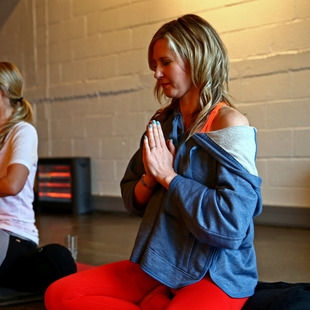 rachel grunwell enjoying meditation at golden yogi
