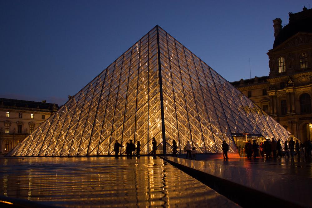Louvre_Pyramid.jpg