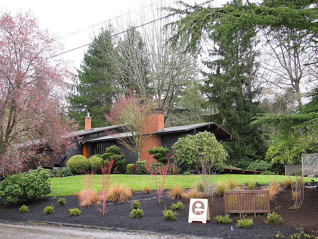 Example of a Beautifull Bungalow Landscaping - Feldman House in Portland, (Photo: Flickr.com)
