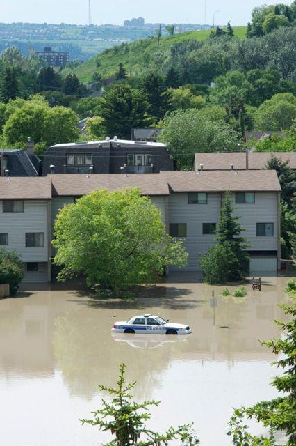 Calgary flood pictures, general contractor Calgary, renovations, restoration company, contractor Calgary 16.jpg