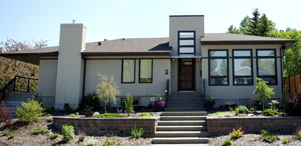Modern bungalow addition (1000 sf. ft.) by Harmony Home Projects Inc. Photo: Harmony Home Projects In.