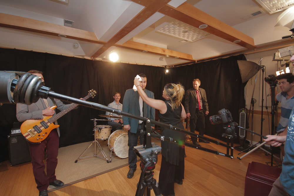 Cede Music Video, band shoot at Gadgetbox