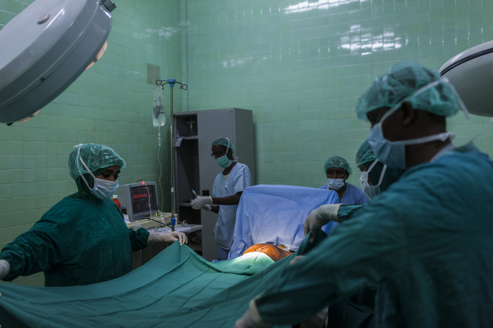 Doctors prepare to perform an emergency Caesarian section at the Banadir Hospital in Mogadishu, Somalia, December 2, 2014.