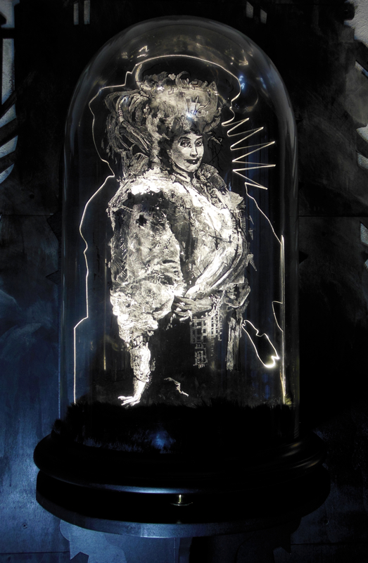 Daniel van Nes QUEEN OF REASON Illuminated engraving with glass dome 67cm x 40cm € 5.500