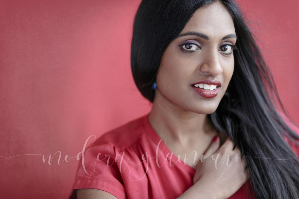 We went for a red on red for one set, and I love all the soft and warm colors against her skin.oL
