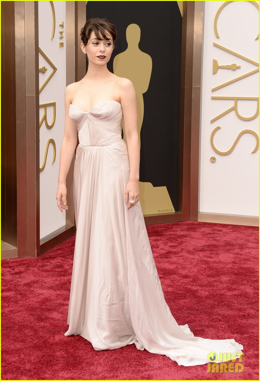 cristin-milioti-oscars-2014-red-carpet-05.jpg