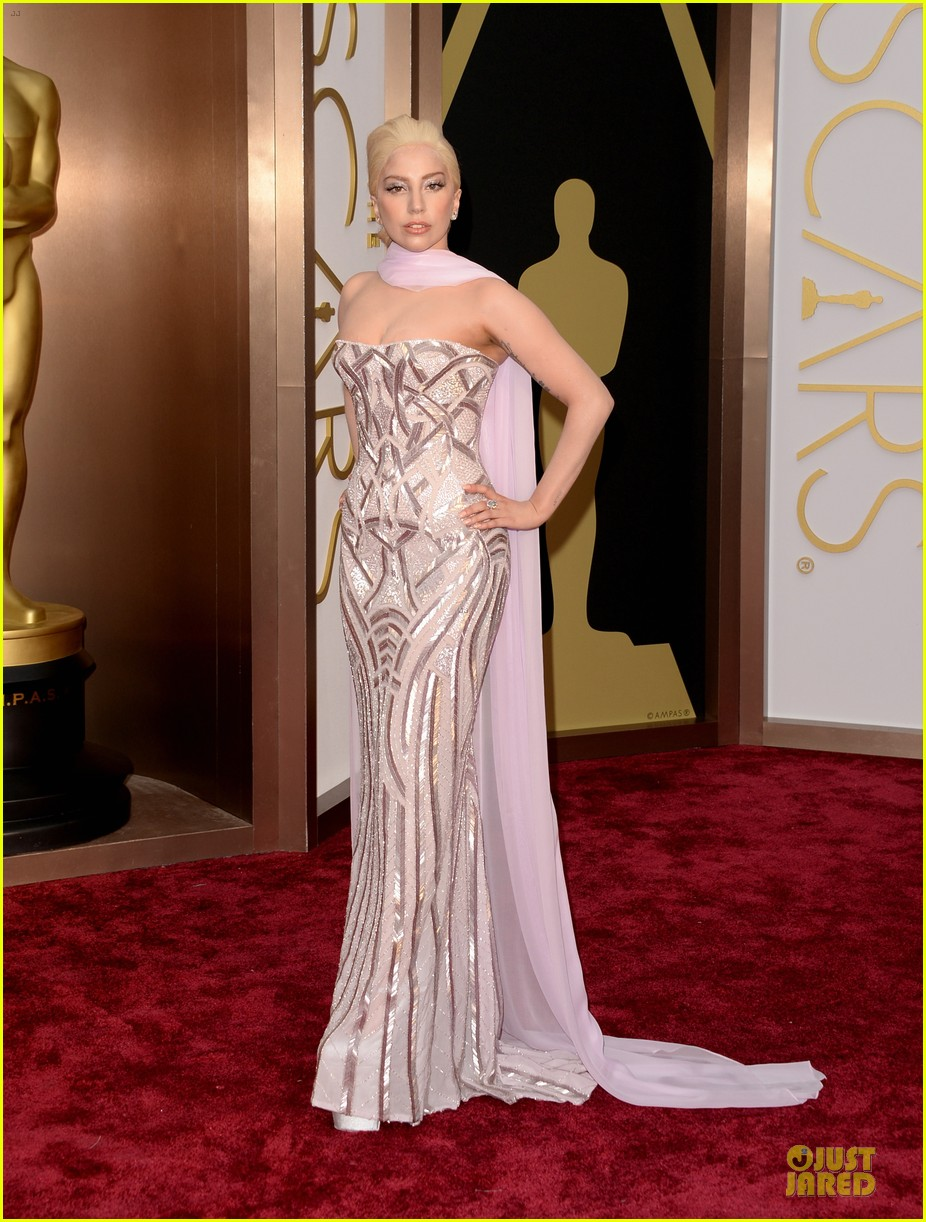 lady-gaga-metallic-goddess-on-the-oscars-2014-red-carpet-01.jpg