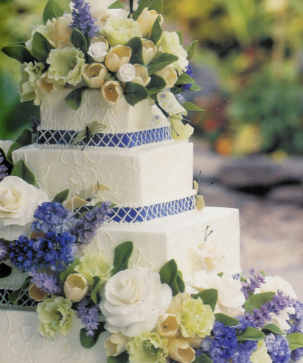 Every element is edible, and the blue and white color scheme is tremendously popular.