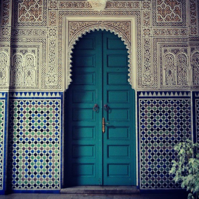 Such stunning details! Especially knowing that it is all hand made. We love getting lost in the streets of Casablanca and snapping pictures of gems like these. || Bold colors, beautiful architecture, and the same mystique feel makes us your next destination! Come visit and share your own Casablanca with us. #tourism #travel #travellove #weloveourguests #discovermorocco #discovercasablanca #travelandlife #hotelstuff #diwantraveler