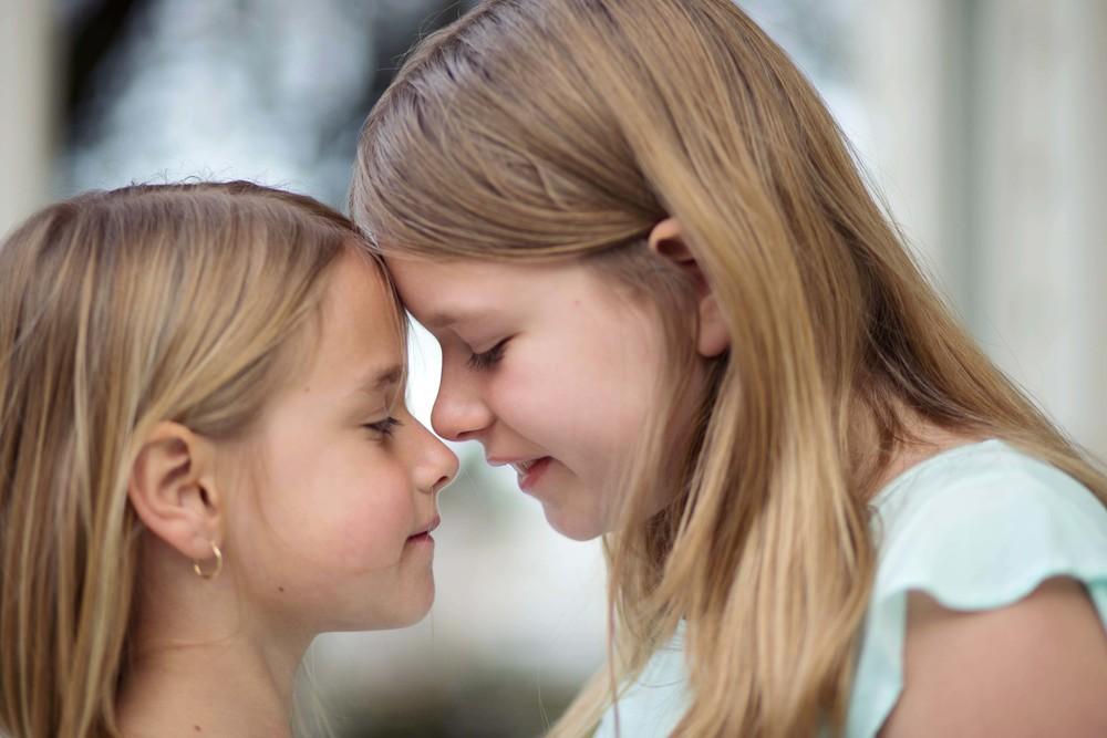 Cailyn + Hayden eskimo kiss.jpg