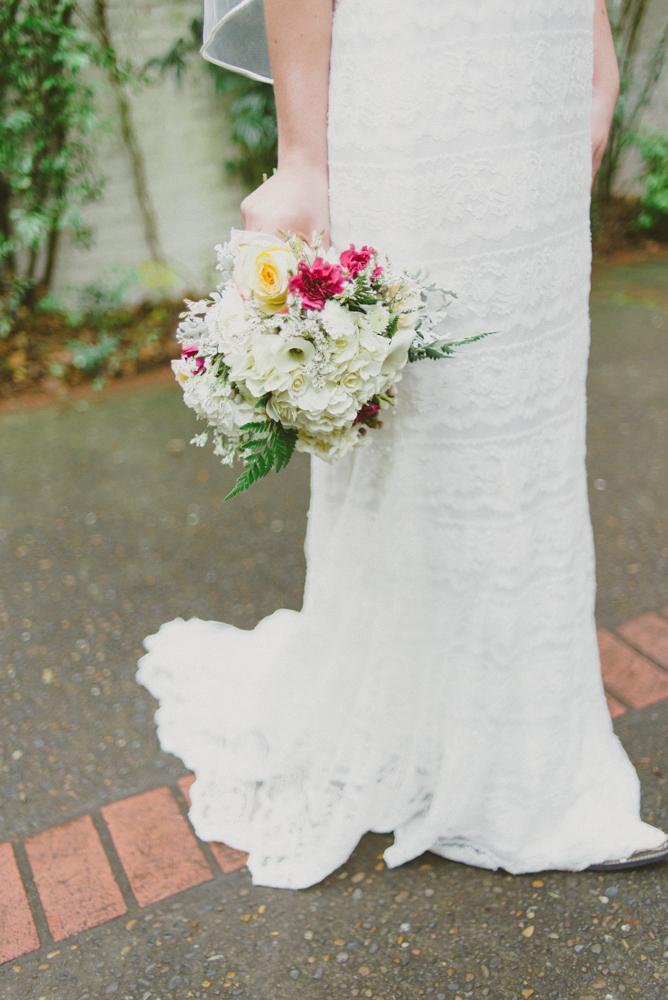 Noya_wed_bouquet_dress_davids_bridal_0418.jpg
