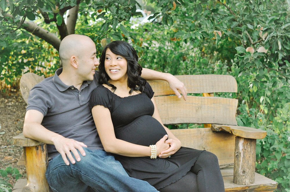 relaxed-maternity-natural-wooden-bench.jpg